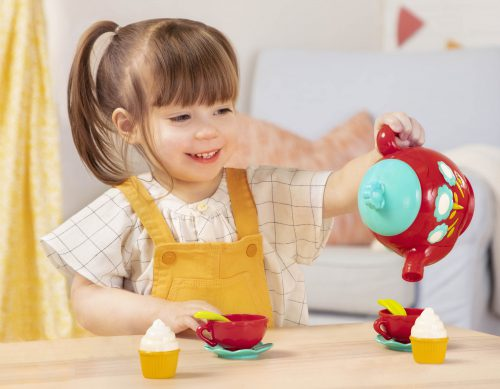 Girl_Tea Set_Pouring